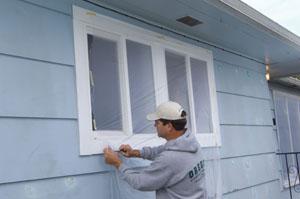 Cubre tu área de trabajo con Painters Plastic.