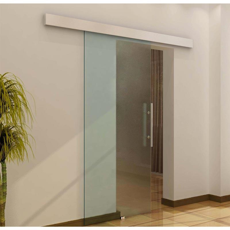 Puertas corredizas de vidrio en el exterior de la pared.