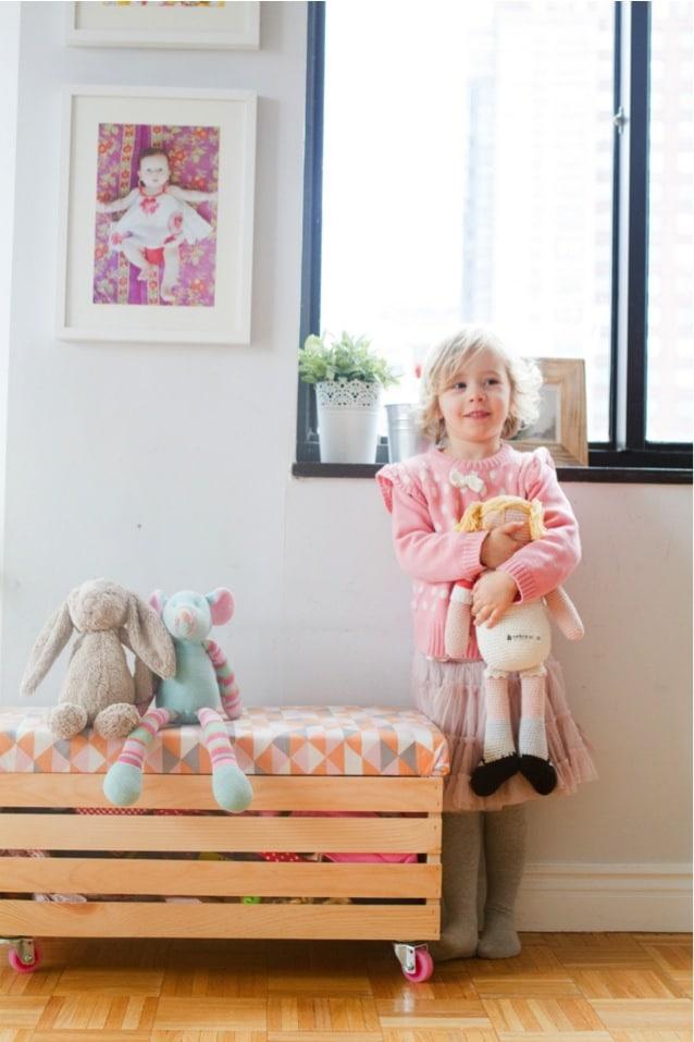 Cómo insertar cajones y palets en la decoración - Banco de pecho para guardar juguetes.