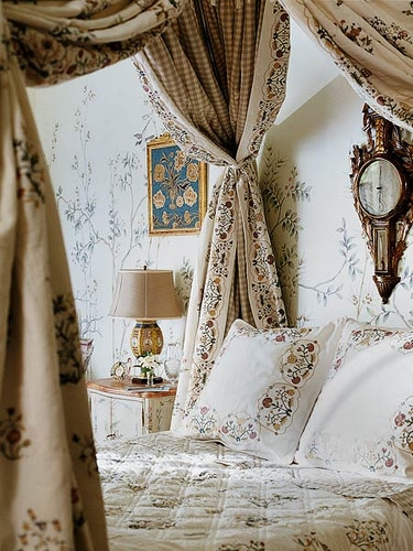 Sweet Escape: Four Poster Coziness