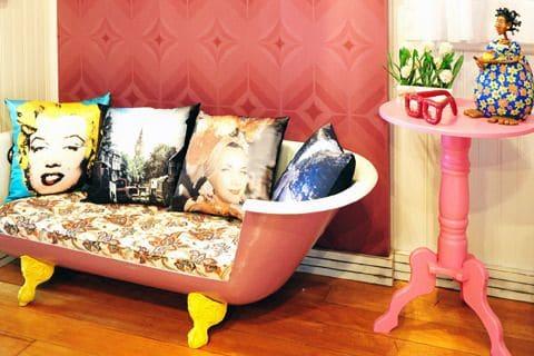 La vieja bañera se convierte en sofá