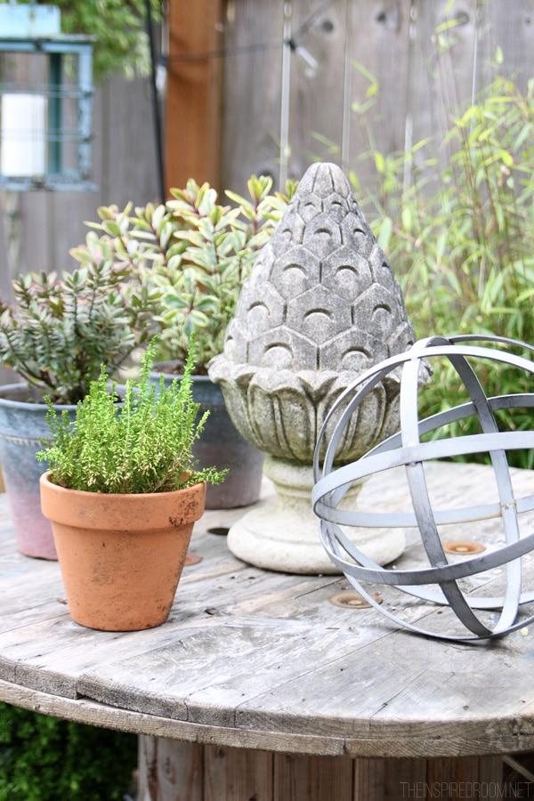 Mejoras en el patio trasero {¡y nuevas cubiertas para muebles de patio!)